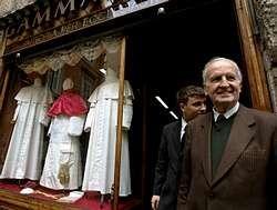Los Tres Trajes Del Papa