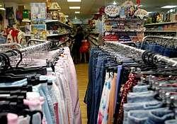 1a8c66af730 Diversifican su actividad entre restaurantes, bazares, hipermercados y  ahora también tiendas de telas Optan por el alquiler y llegan a pagar hasta  9.000 ...