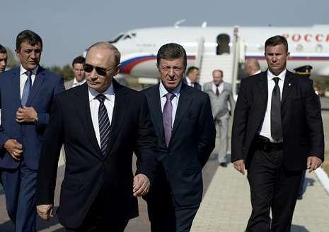 Putin se pasea por Crimea con la élite política rusa