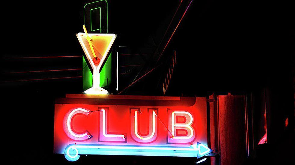 Mujeres de alterne en plantilla o prostitutas autónomas?» Los tribunales  diferencian la contratación en los clubs