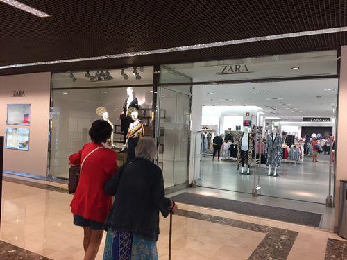 2c9fa9836 El cierre de Zara deja al centro comercial Camelias sin su principal ...