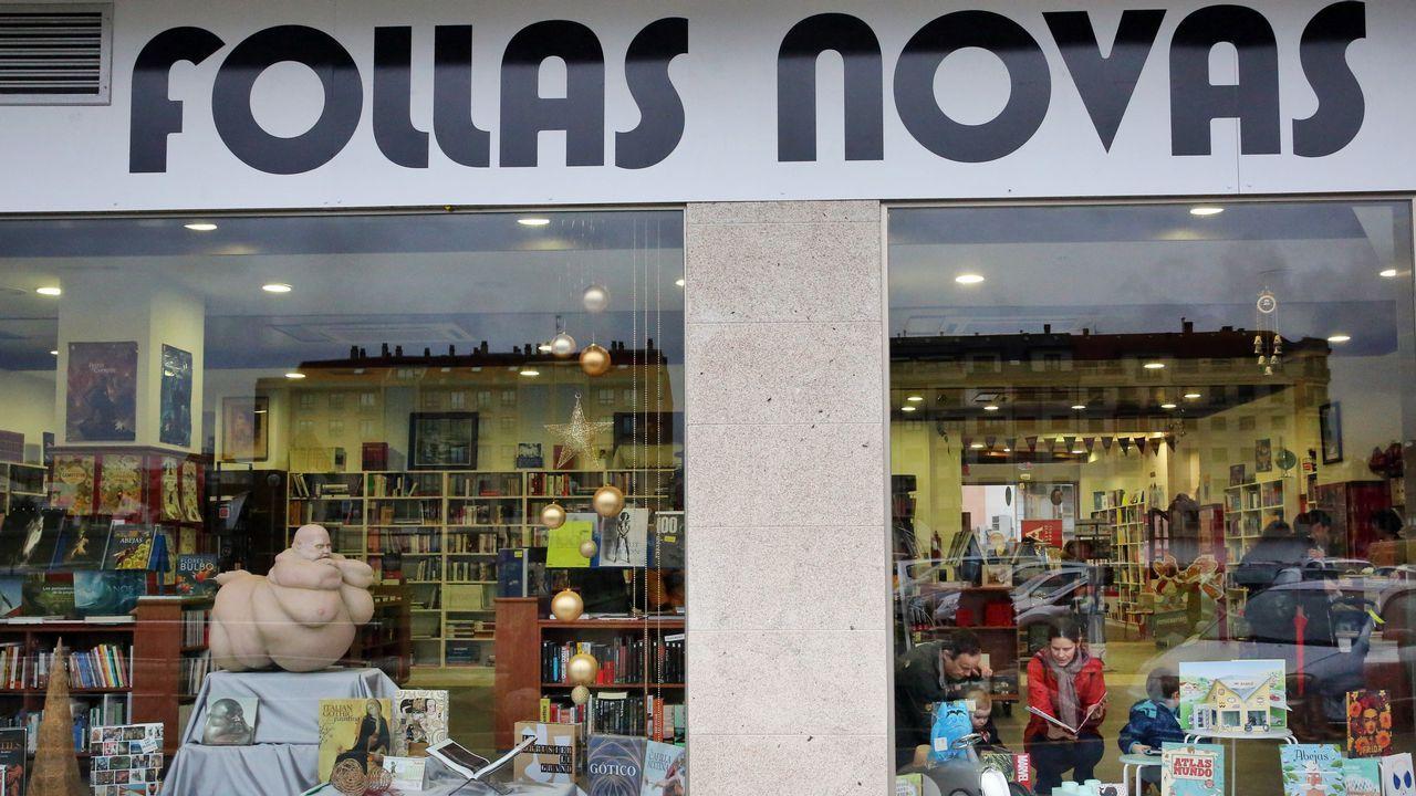 20a80e4a6c Los hijos de uno de los fundadores de Follas Novas han abierto en Vilagarcía  la librería que su padre proyectó