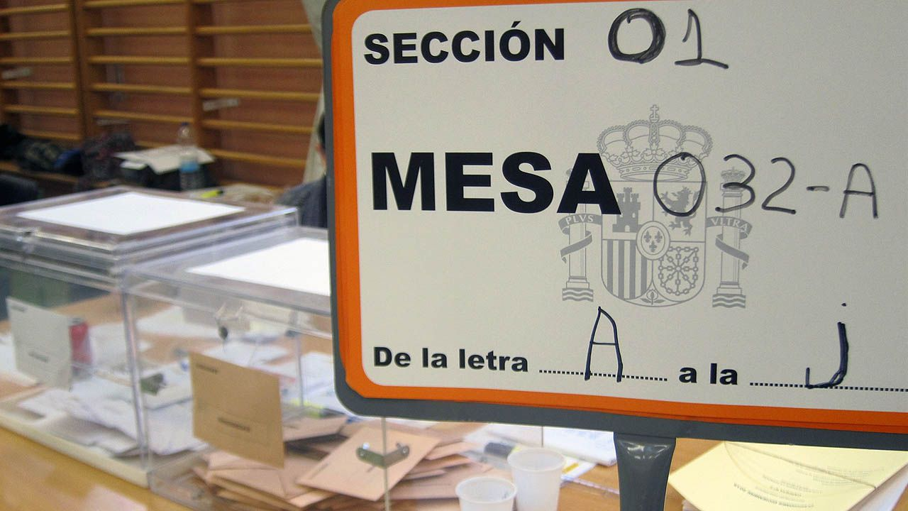 Resultado de imagen de imagenes mesas electorales españa