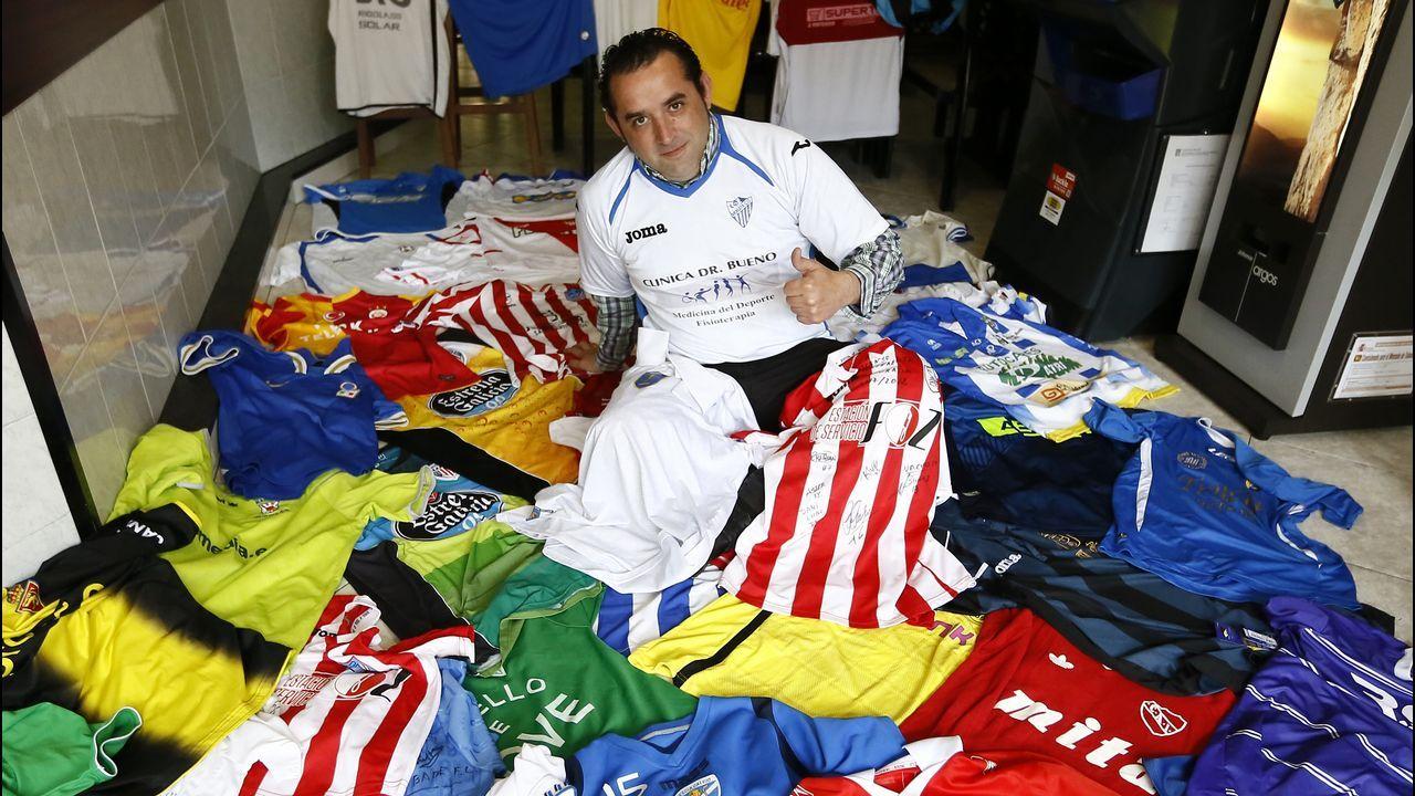 fd6bbaf83 José Antonio y su colección de más de 200 camisetas de equipos de fútbol