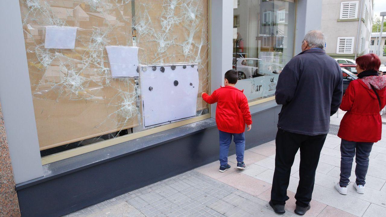 Antes La Vecina rompe cristales en la puerta de una vecina, baja a la calle