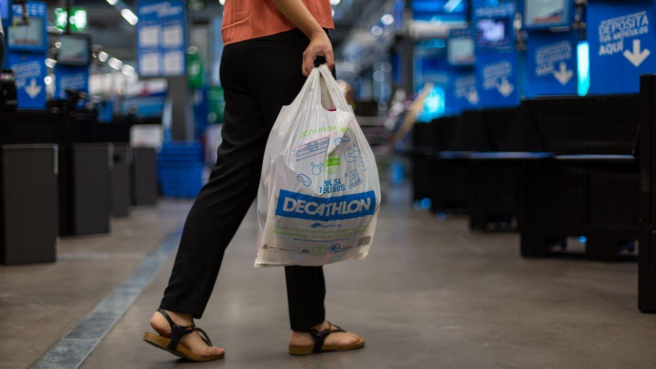 distribuidor mayorista ef92c 9112f Decathlon dice adiós a las bolsas de plástico... y a las de ...
