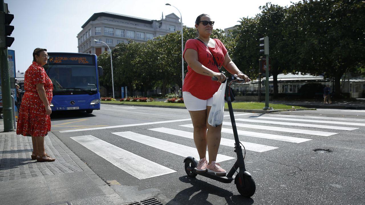 El Ayuntamiento de A Coruña, aún sin ordenanza, desconoce cuántos patinetes  eléctricos circulan por la ciudad