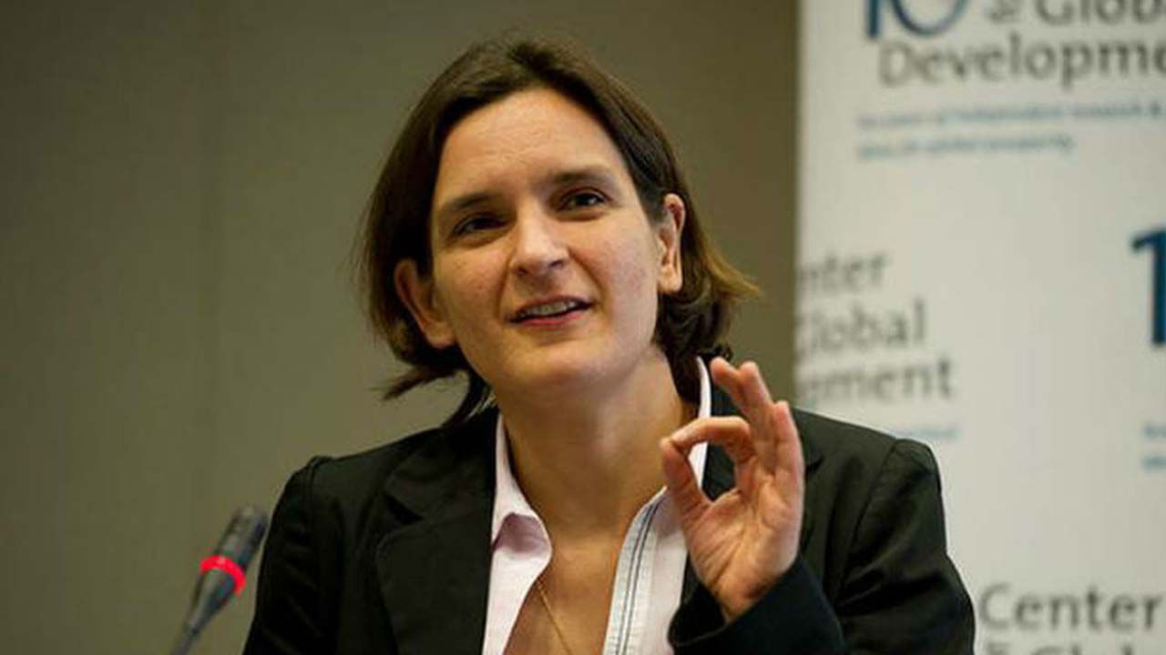 Resultado de imagem para O encontro com Esther Duflo Prêmio Nobel de Economia