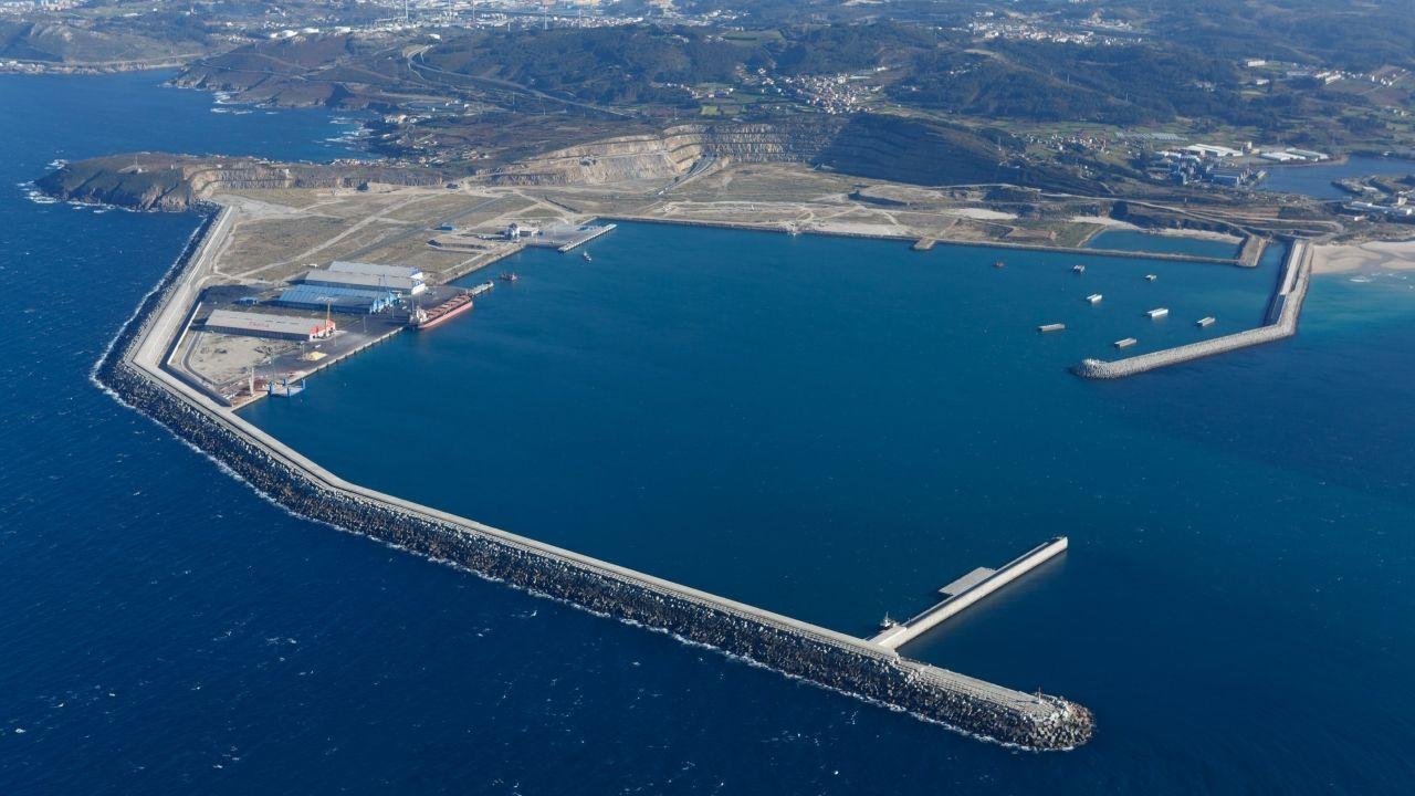 A Coruña reclamará la condonación de la deuda del puerto de Langosteira