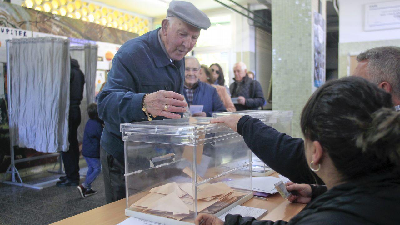 Así votaron los candidatos de Ferrolterra.El pacto más reciente. El 23 de junio de 2015, un apretón de manos de Suárez y Sestayo oficializaba el pacto entre FeC y el PSOE. Duró quince meses, hasta el 26 de septiembre del 2016.