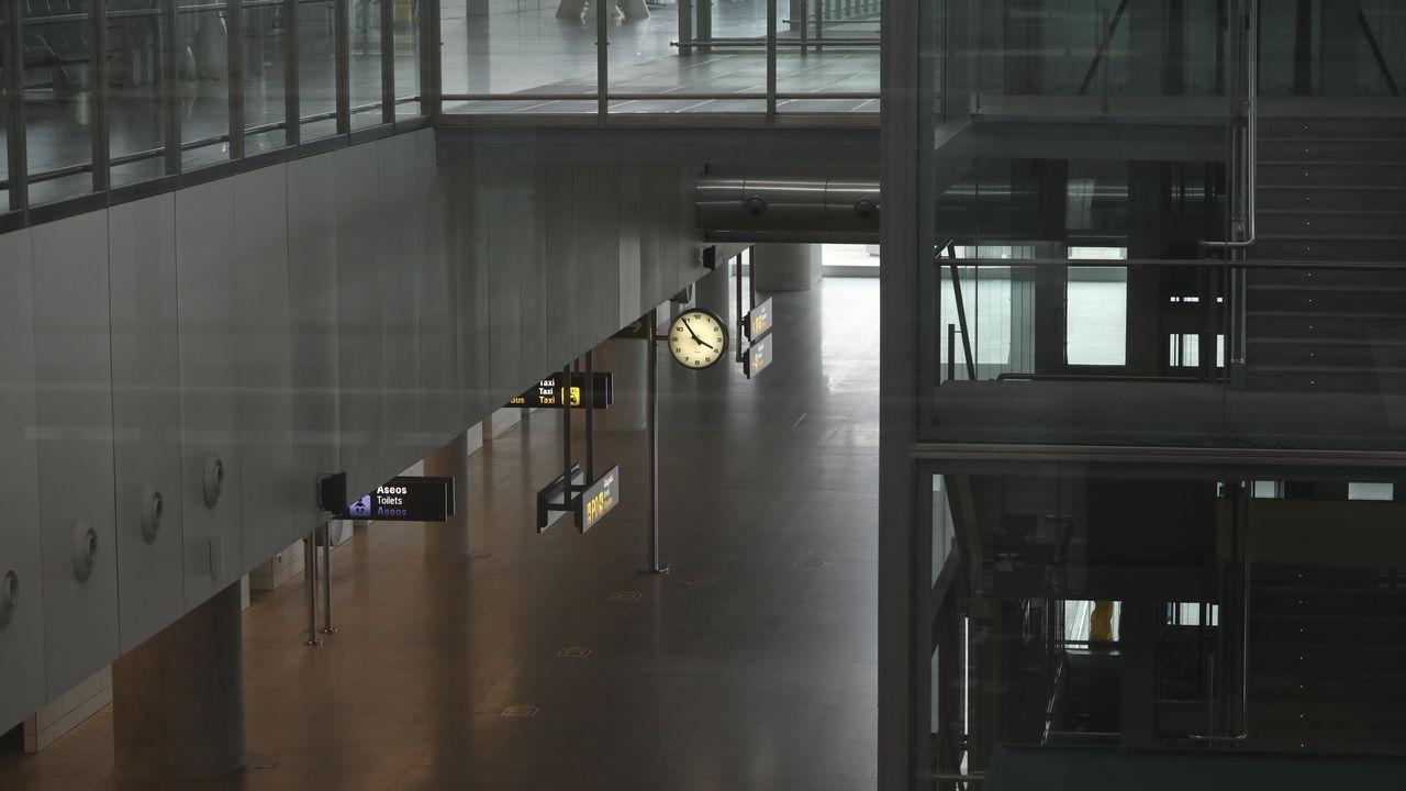 El aeropuerto de Lavacolla, el principal en Galicia, prácticamente sin vuelos