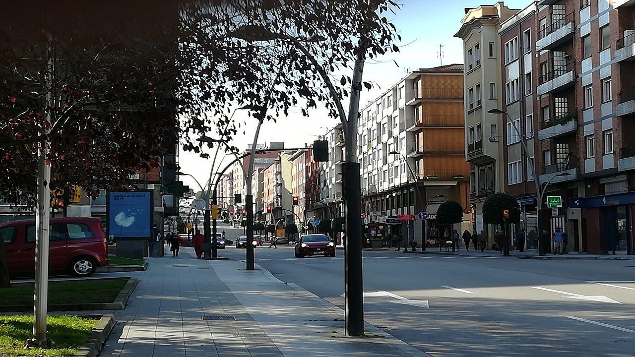 Tráfico en la calle Ramón y Cajal de Gijón