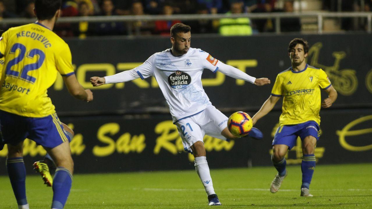 Gol Barcenas Jimmy Real Oviedo Deportivo Carlos Tartiere.Jimmy controla un balón en el Real Oviedo-UD Las Palmas