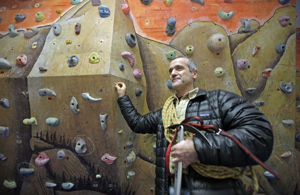 Un recorrido por la cueva de Tara en imágenes.Xosé Manuel Pérez Prego, convaleciente de una lesión, posa en el rocódromo de Montañeiros Celtas, su club de toda la vida.