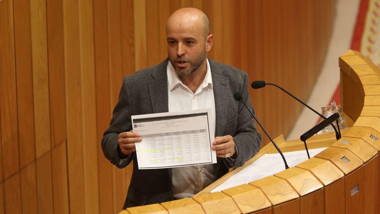 Luis Villares, de En Marea, fue el primero en intervenir por la tarde tras el discurso del presidente de la Xunta