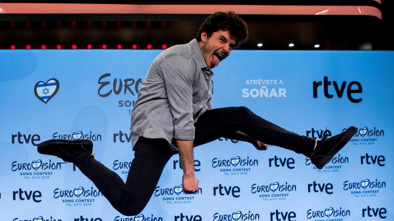 Sabela Ramil levanta pasiones durante la firma de su disco.María cantando «Múerdeme»  en la Gala Eurovisión 2019