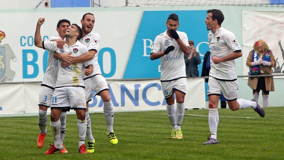 Partido de fútbol  Segunda B  entre Boiro y Coruxo