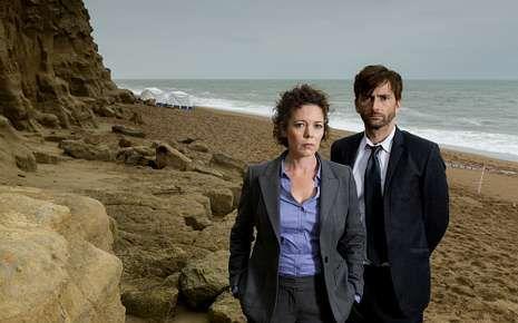 La alfombra roja de los Bafta.Los detectives Miller y Hardy investigan una muerte sospechosa.