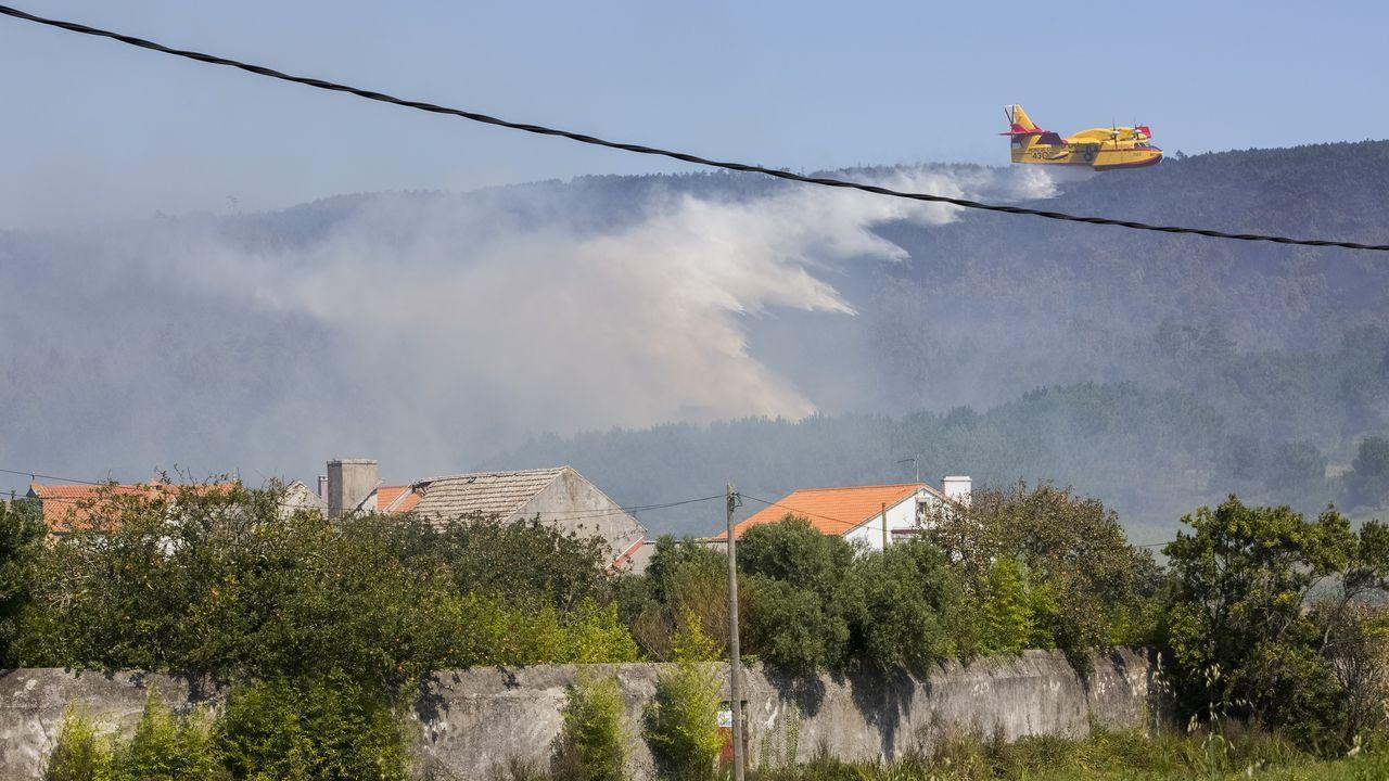 Fisterra: incendio entre Sardiñeiro y Duio