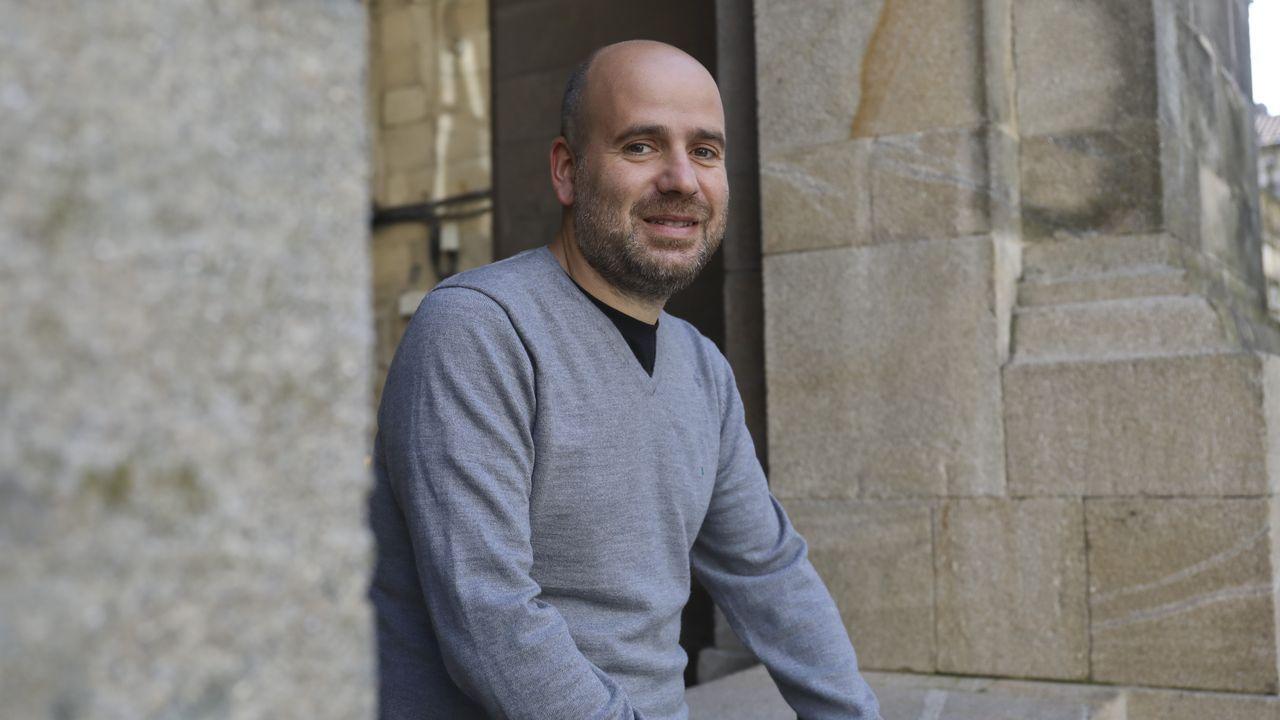 Javier Peña se dedica ahora a la literatura a tiempo completo, como autor e impartiendo talleres