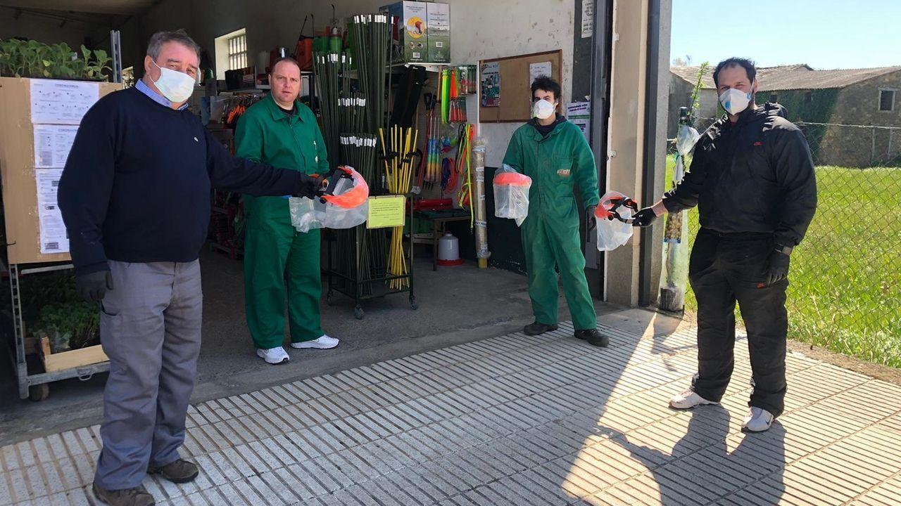 El Ayuntamiento repartió mascarillas entre trabajadores de diferentes sectores