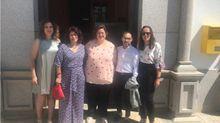Imagen de archivo de la alcaldesa de Torrecampo (centro), en Córdoba con el resto de ediles del PSOE. Es una de los cinco regidores que se vacunó