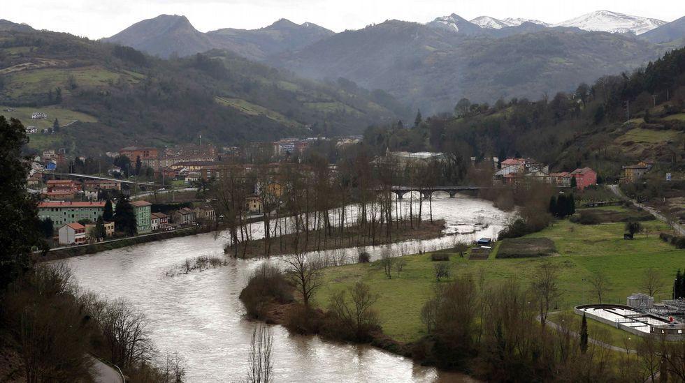 El río Nalón, a su paso por Trubia