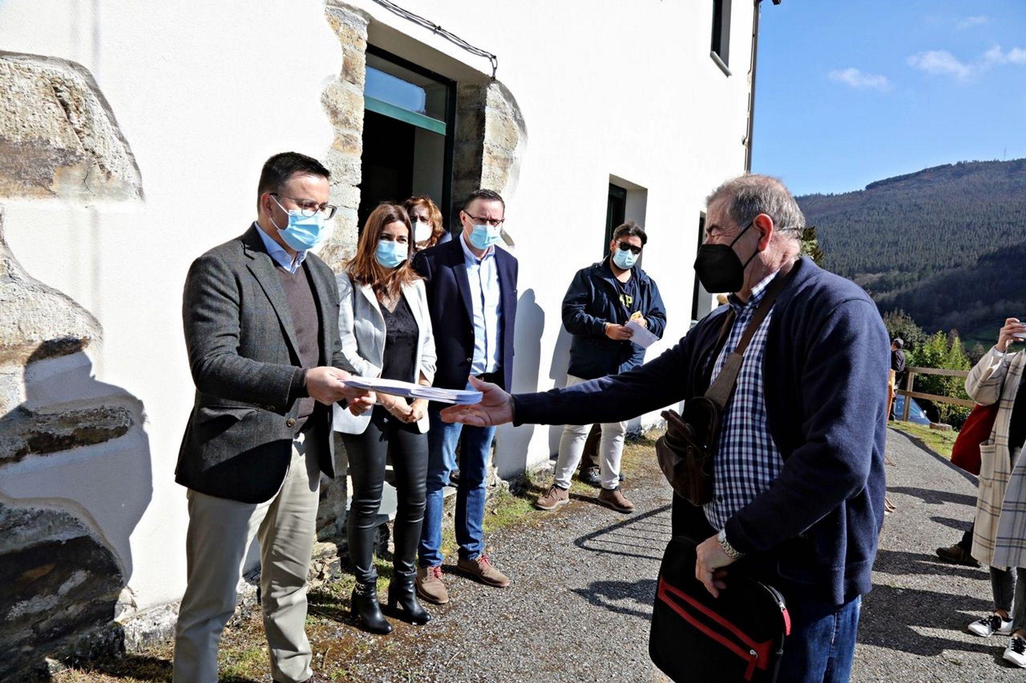 Entrega de diplomas en Outeiro de Rei.La concentración de A Órrea-Galegos se realizó en unas 1.200 hectáreas de terreno