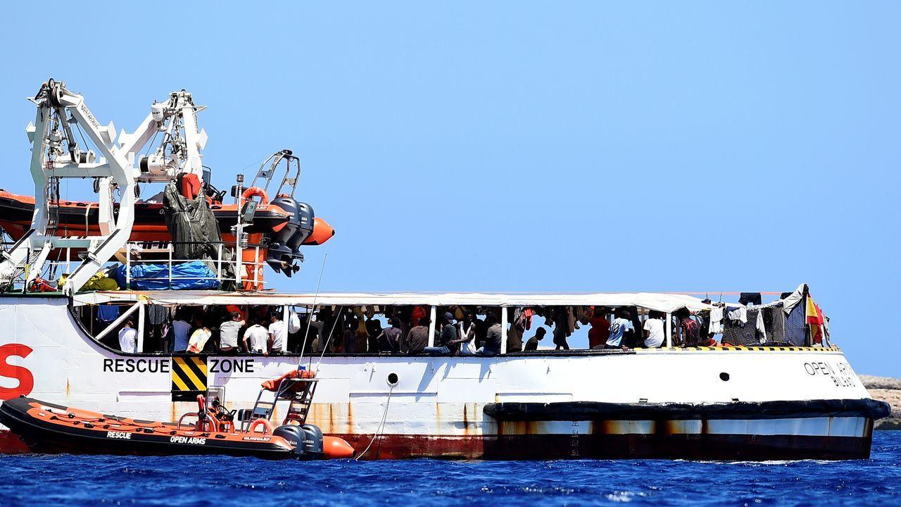 El Open Arms permanece fondeado con 134 inmigrantes frente a las costas de la isla de Lampedusa