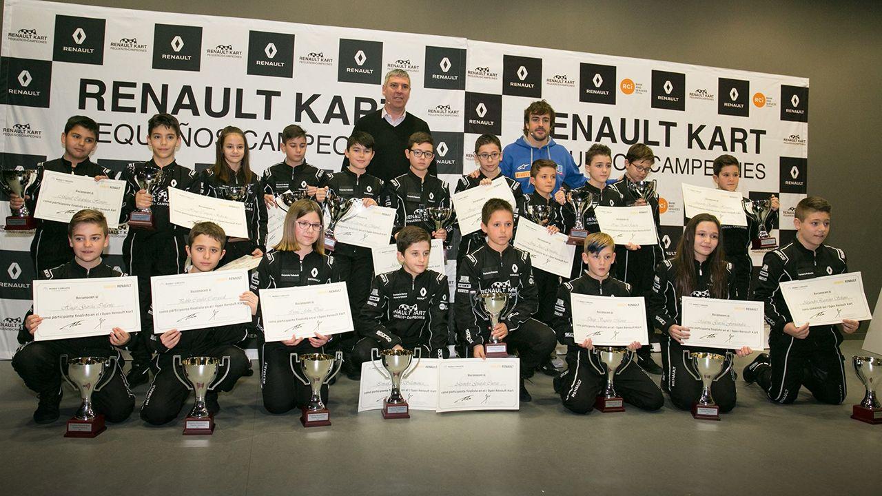 Renault.Fernando Alonso entrega en La Morgal los premios a los finalistas del Renault Kart «Pequeños Campeones»