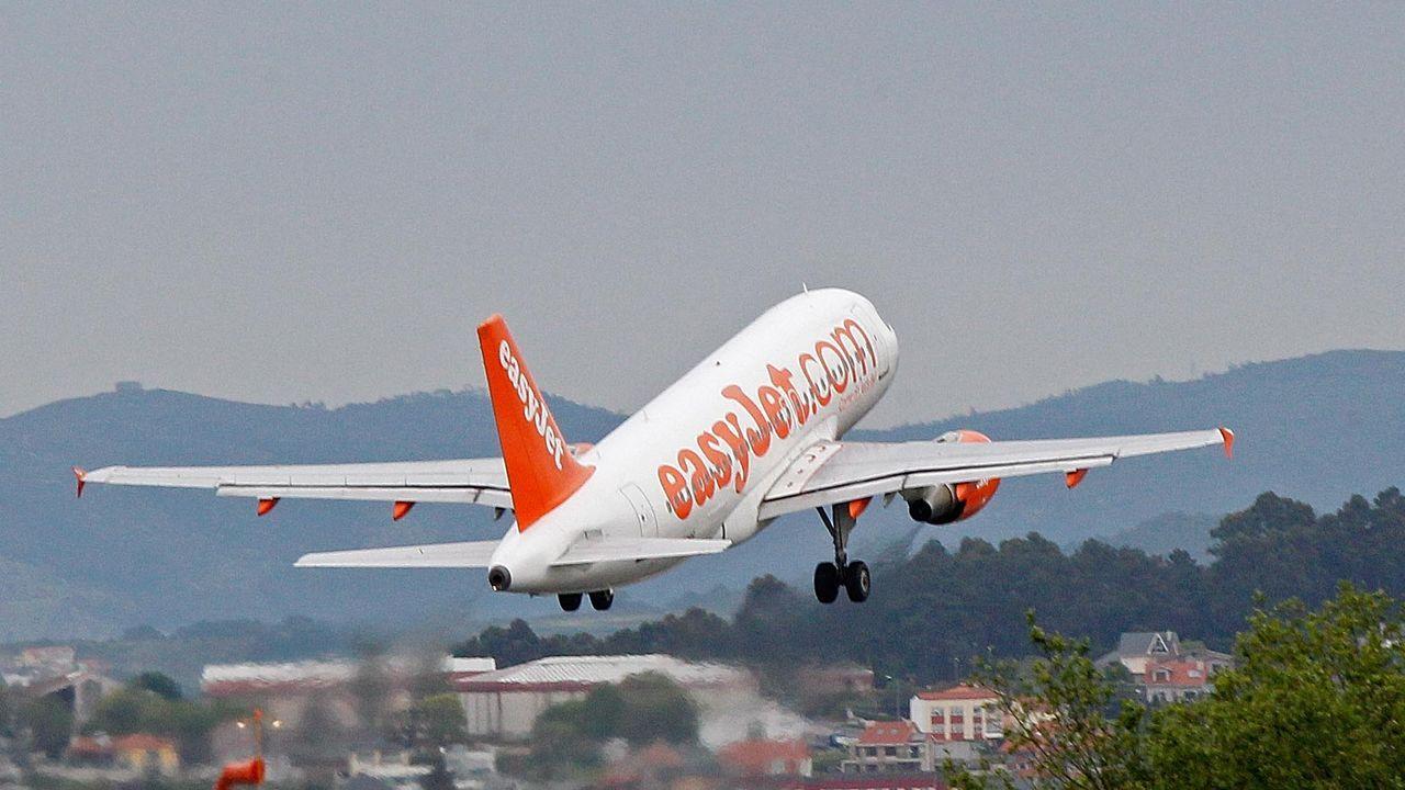 Un avión de Easy Jet despegando en Alvedro.