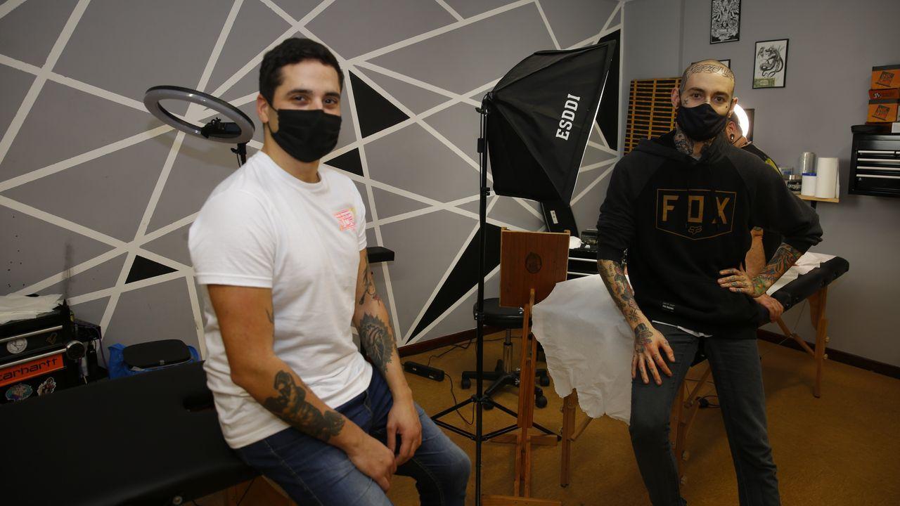 Ángel y Rodrigo en su estudio en Pontevedra, Oculum Tattoo