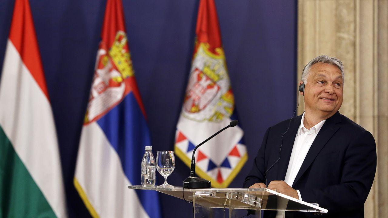 Orbán, en rueda de prensa en Belgrado, tras reunirse con el presidente de Serbia, Aleksandar Vucic