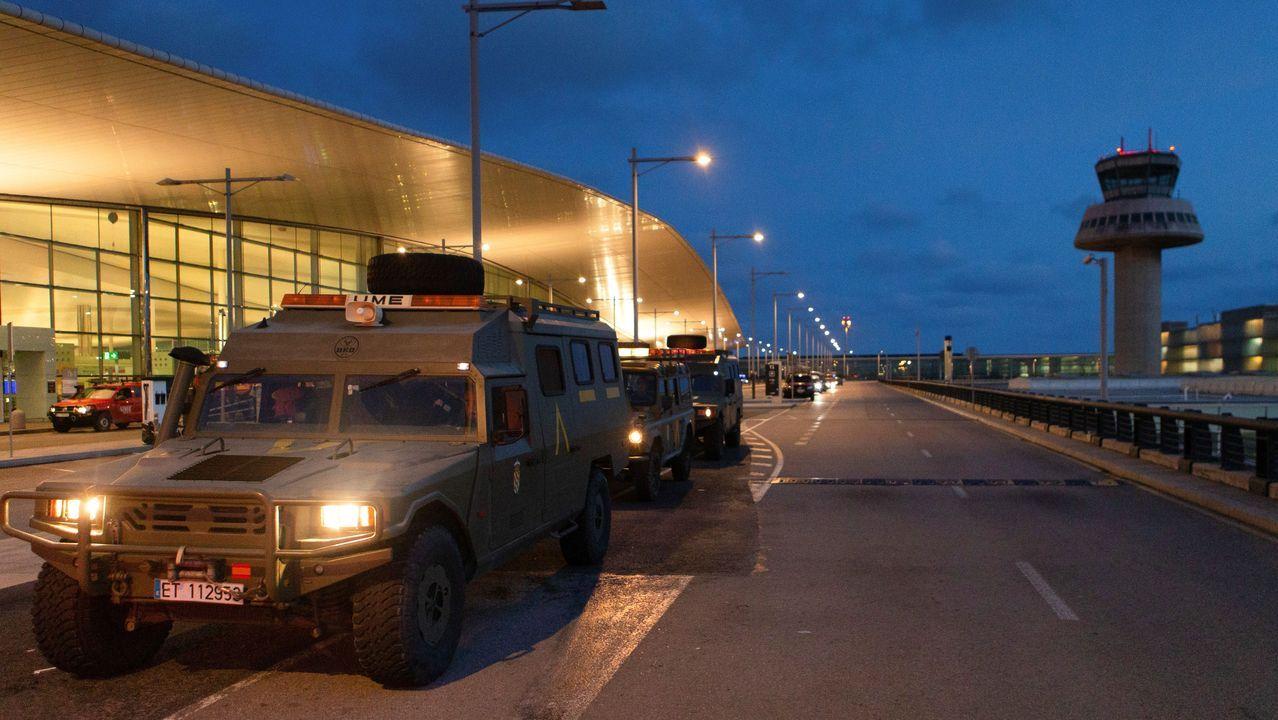 Vehículos de la Unidad Militar de Emergencias en el Prat