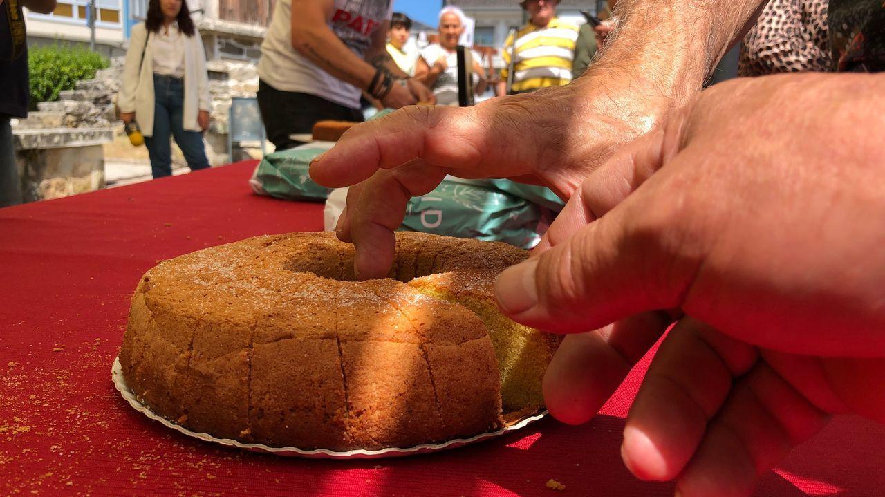 Guitiriz honra la torta de millo.Uno de los últimos incendios registrados en zonas próximas a la N-120 en Quiroga