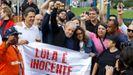 Lula fue recibido por los seguidores que se concentraron frente a la prisión de Curitiba