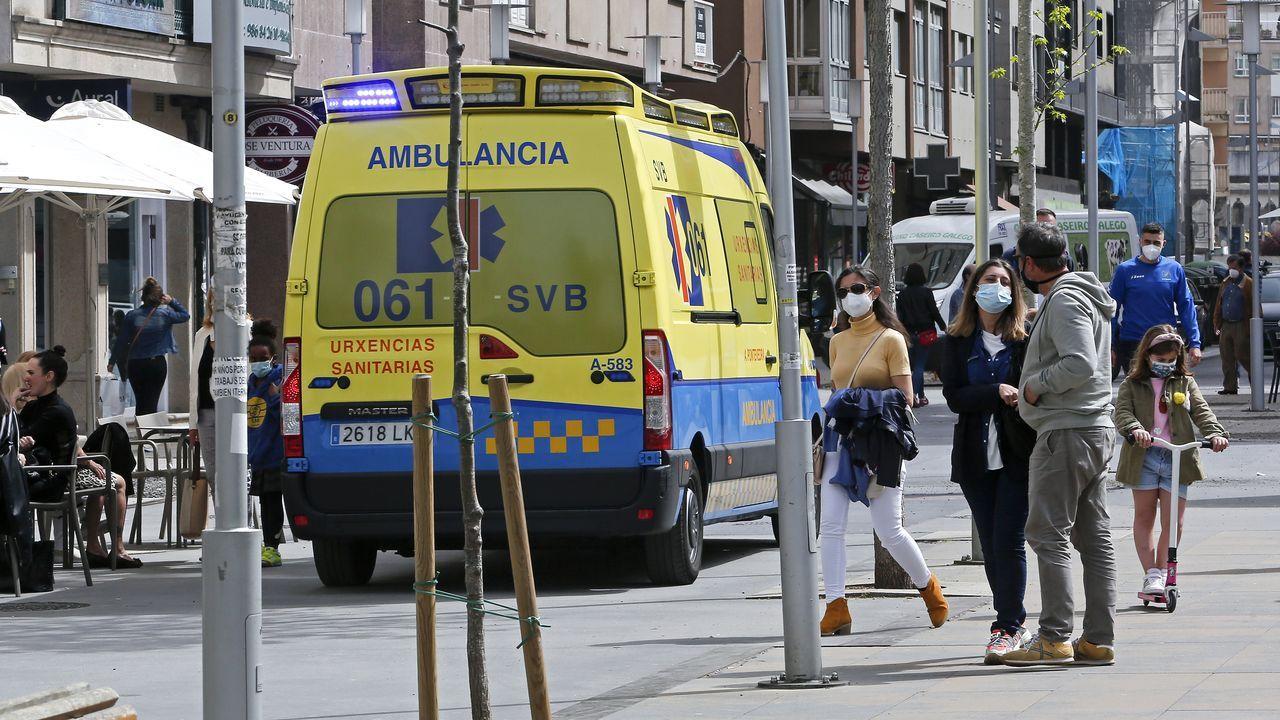 Incendio el Cotobade: el primer gran fuego de la primavera.Una ambulancia en una calle de Pontevedra, municipio donde este miércoles había 47 casos activos de covid