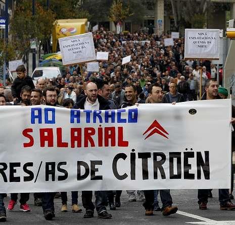 Protesta sindical por una rebaja salarial en Citroën.