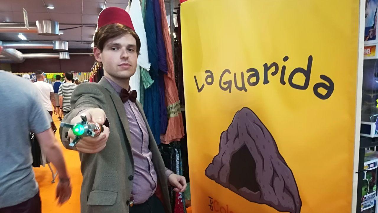 Blitzer Cosplay, caracterizado como el Doctor Who de Matt Smith
