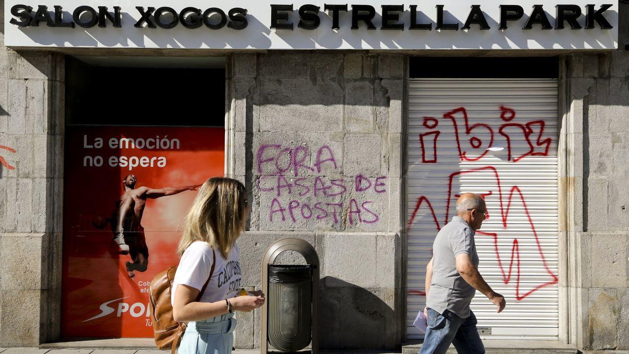 Pedro Sánchez: «Me gustaría animar a votar a la población gallega, una alta participación es fundamental».Plaza de abastos en la zona vieja de Santiago de Compostela