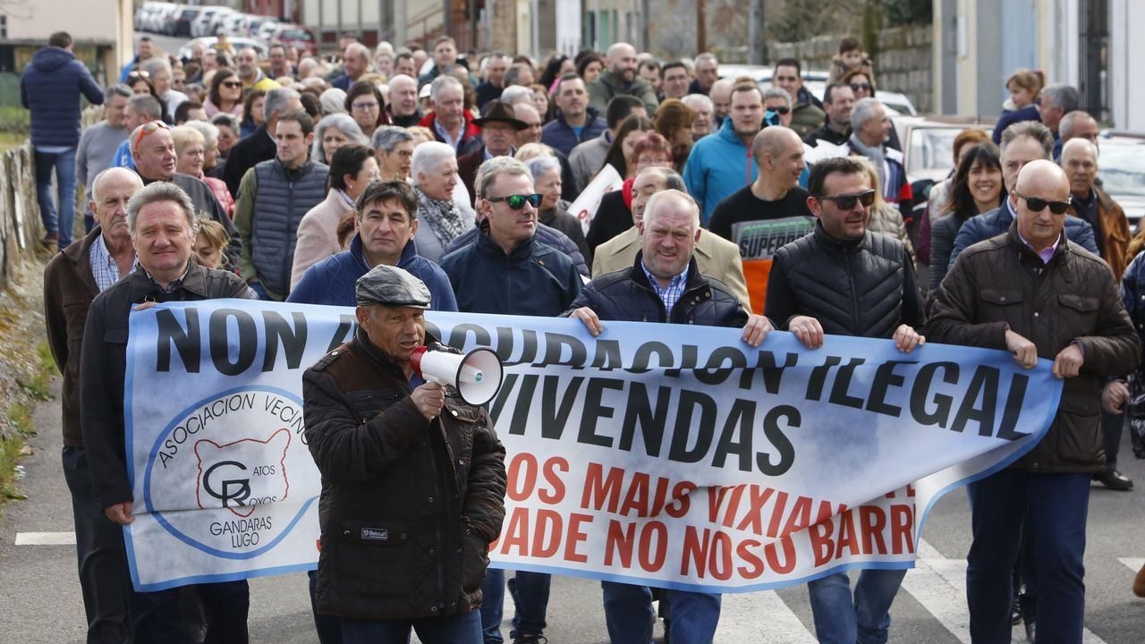 El pasado mes de febrero vecinos del barrio lucense de As Gándaras  tomaron las calles para pedir ayuda para desalojar a los okupas