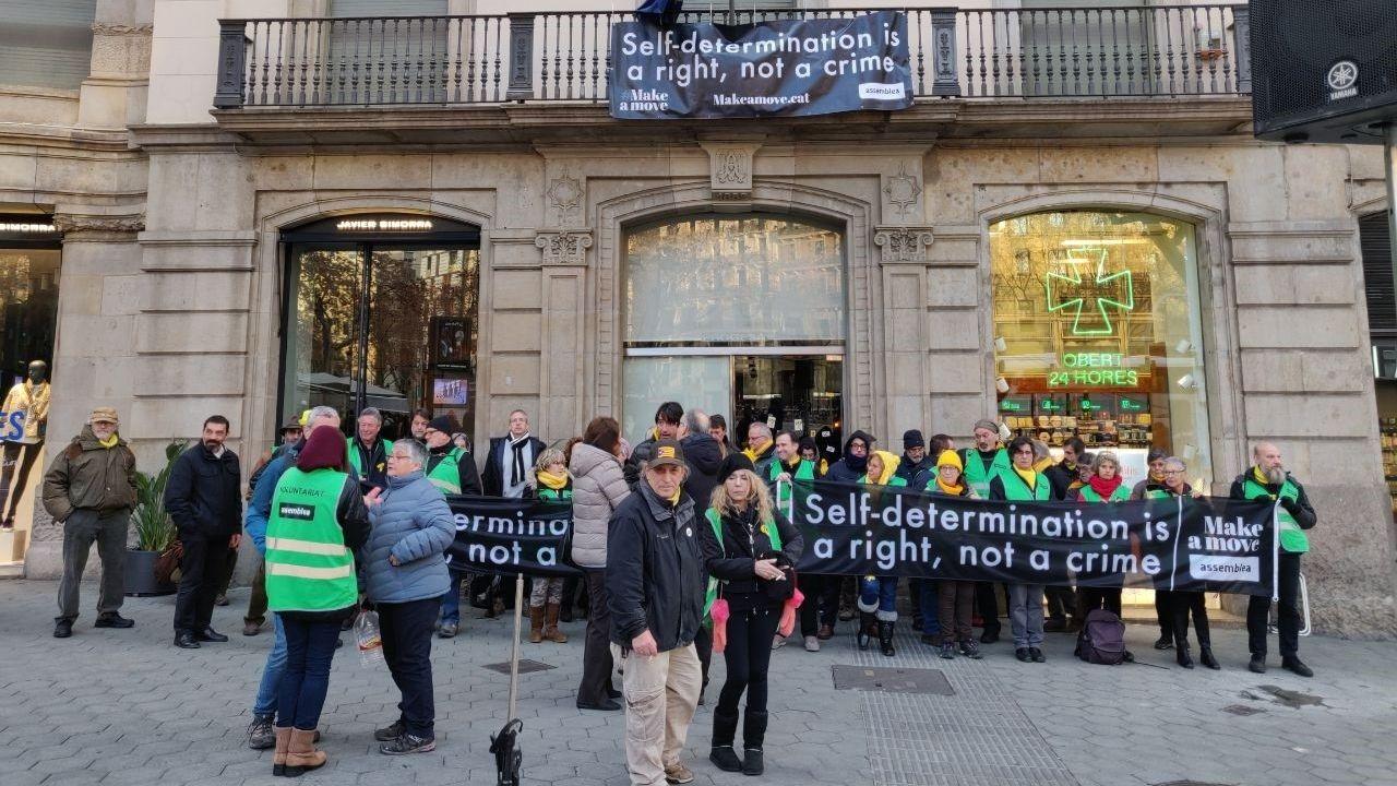 Protesta de ANC ante la sede de la UE en Barcelona