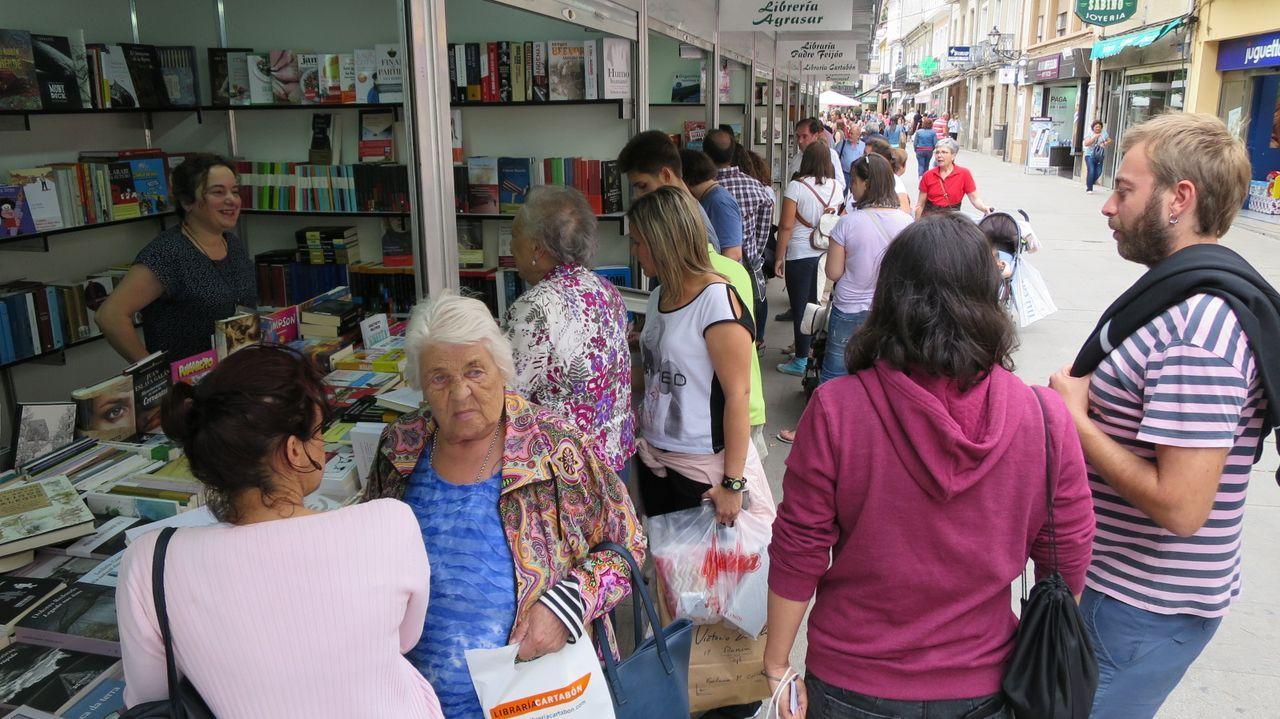 Puestos de venta de libros en la calle Cardenal en una edición anterior de la feria