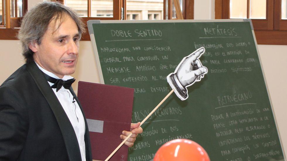 Carlos Iglesias, en una actuación de la «Yincanta dde Les Luthiers»