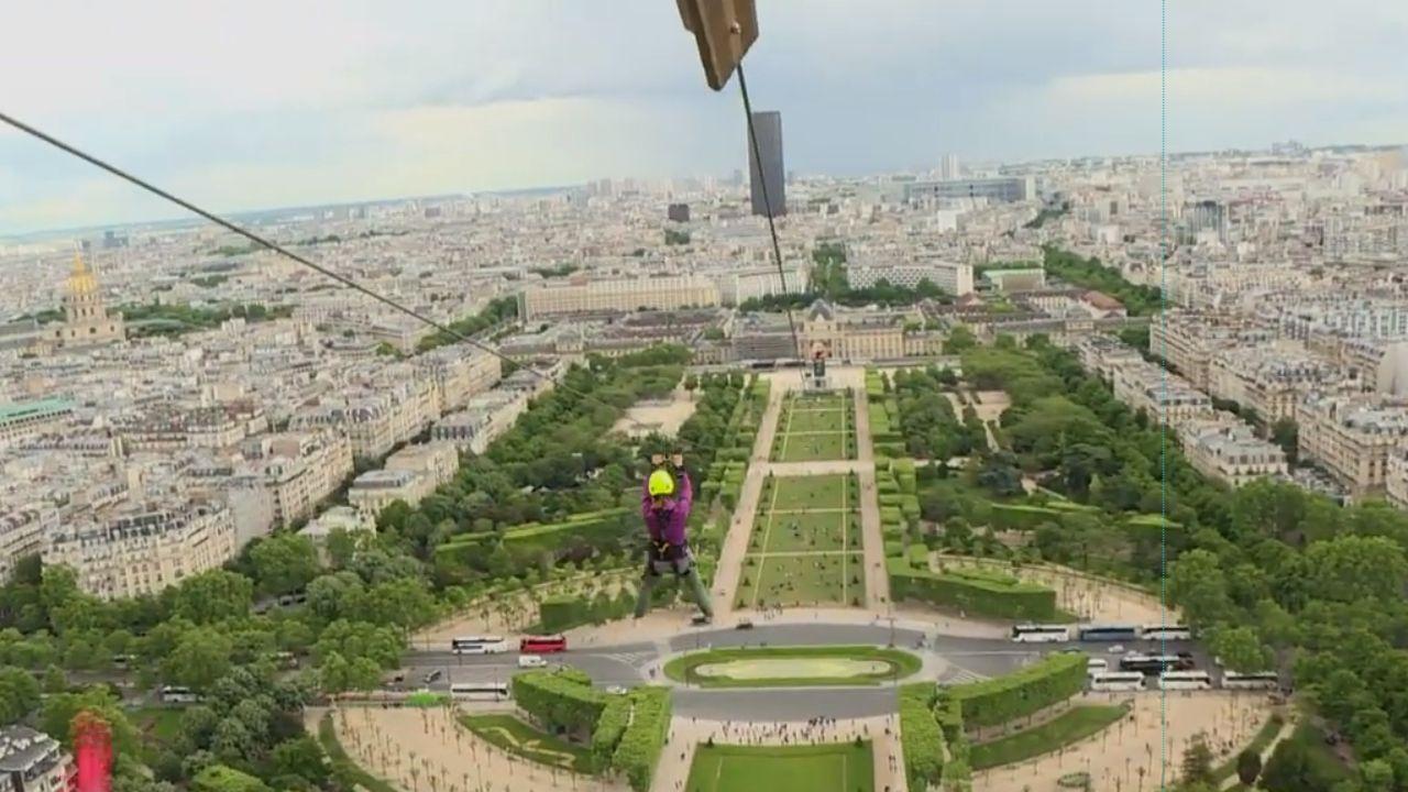 Tirolina de la Torre Eiffel 2019.La tirolina de la Torre Eiffel que recorre en un minuto el Campo de Marte