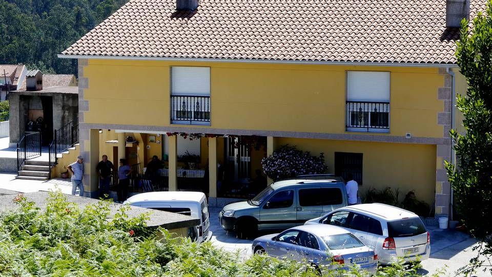 La caja fuerte robada fue hallada en un monte en Pazos de Borbén.