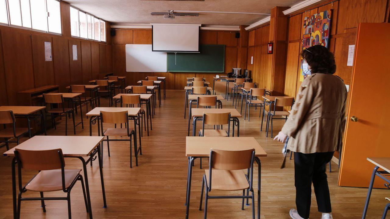 Así es el colegio galés donde estudiará la princesa Leonor.Alumnos haciendo la selectividad el 7 de julio del 2020 en Esteiro (Ferrol)