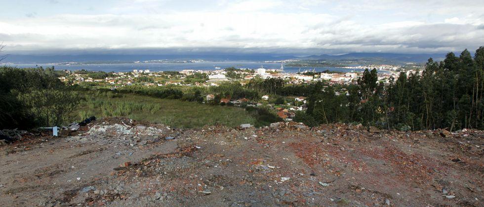 La explanada, que tiene unas magníficas vistas a la ría, está ahora libre de las montañas de escombros que allí se fueron acumulando.