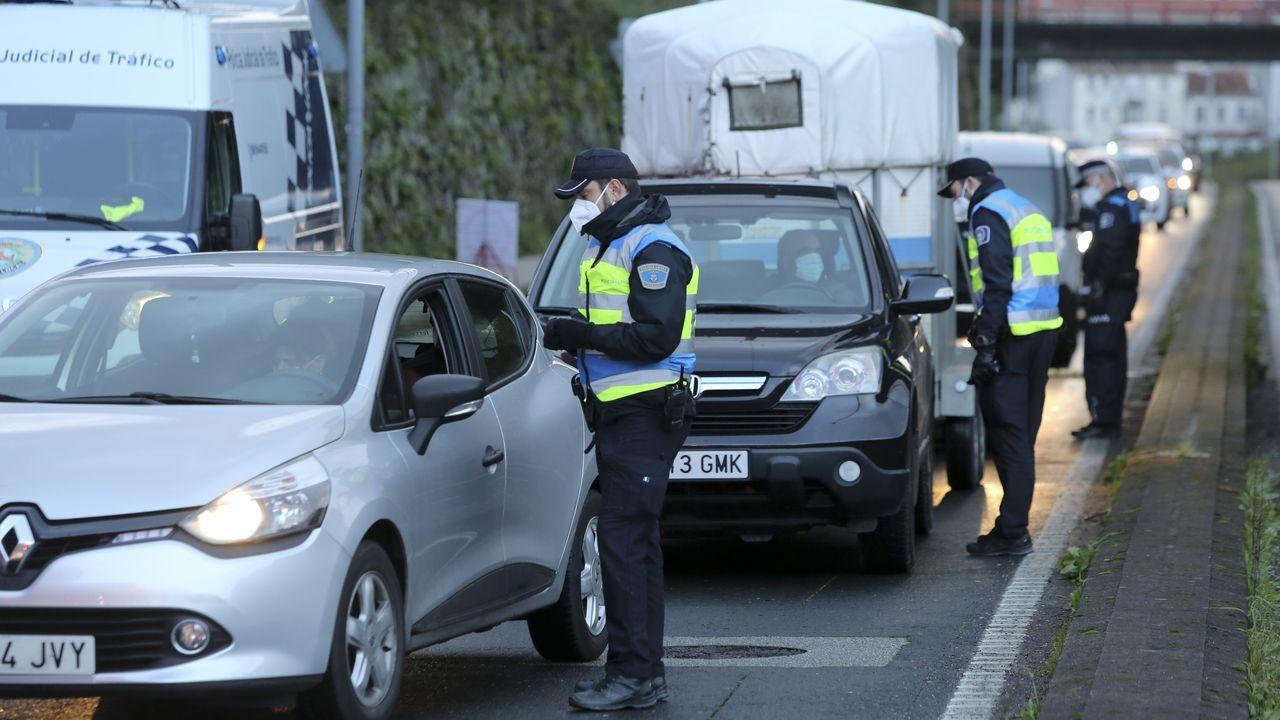 Comisaría de la Policía Nacional en Gijón.Control de la Policía Local de Ferrol en A Gándara, en el límite con Narón