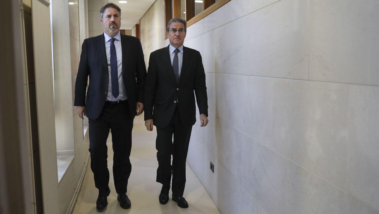 El primer teniente de alcalde de Barcelona, Jaume Collboni, del PSC; el líder municipal de ERC, Ernest Maragall; la alcaldesa Ada Colau, de BComú;  y Elsa Artadi, de JxCat,  poco antes de presentar el acuerdo político del presupuesto para el 2020.